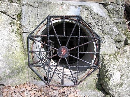 Csörgő-lyuk barlang bejárata